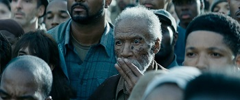 the-hunger-games-catching-fire-trailer-screenshot-district-11-old-man.jpg